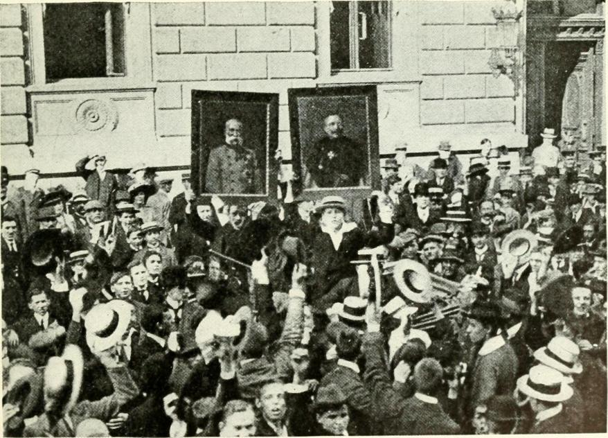 Jóvenes se manifiestan en Berlín con retratos del emperador Francisco JOsé y el Kaiser Guillermo. 'The Great War', George Henry Allen, 1915