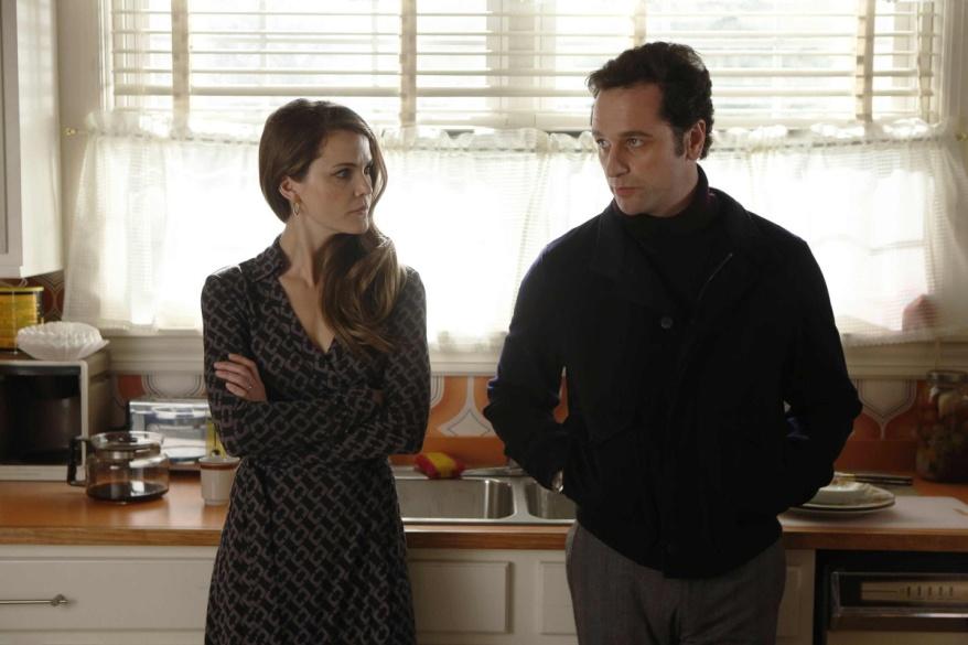 Las conversaciones de Elizabeth y Phillip en la cocina: ¿preparando una operación, o hablando de la educación de los hijos?